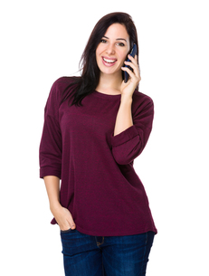 Brunette woman talk to mobile phoneの写真素材 [FYI00643930]