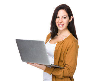 Brunette Woman use of notebook computerの写真素材 [FYI00643943]