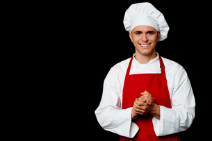 Portrait of a handsome chefの写真素材 [FYI00644160]