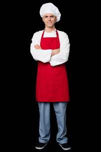 Handsome chef posing with arms crossedの写真素材 [FYI00644167]