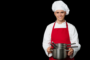Young chef holding empty vessels in handsの写真素材 [FYI00644168]