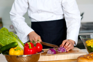 Chef chopping vegetablesの写真素材 [FYI00644180]