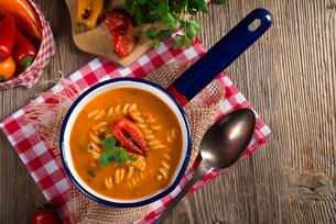 so pepper soup noodles fullgrainの写真素材 [FYI00644188]
