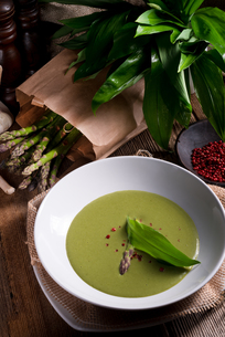 ramsons asparagus soupの写真素材 [FYI00644198]