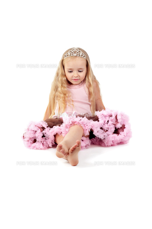 Happy little girl in pink tutu skirt and diademの写真素材 [FYI00644252]