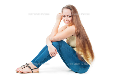 Young female sitting on the floorの写真素材 [FYI00644273]