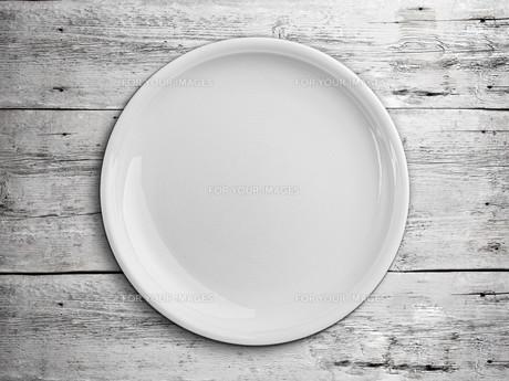 White empty plateの写真素材 [FYI00644277]