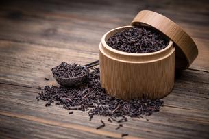Dry tea in a boxの写真素材 [FYI00644304]