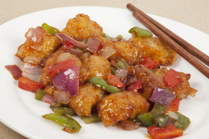 A delicious Chinese meal of Sweet and Sour Fishの写真素材 [FYI00644420]
