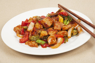 A delicious meal of Sweet and Sour Porkの写真素材 [FYI00644429]