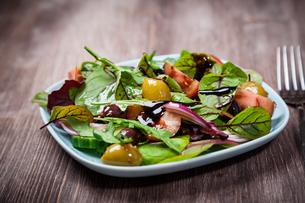 Mixed low calorie saladの写真素材 [FYI00644446]