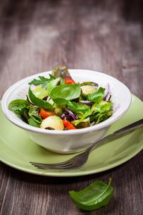 Spring mixed saladの写真素材 [FYI00644449]