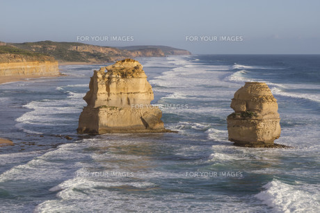 Twelve Apostles on Great Ocean Road, Australia.の素材 [FYI00644550]