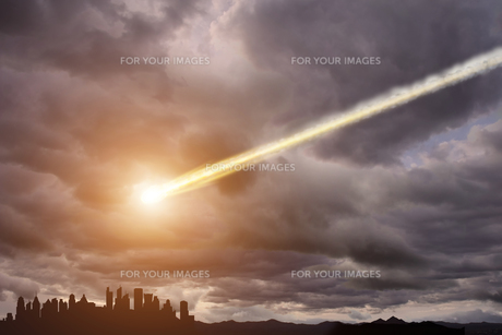 Meteorite impact on a planet in spaceの写真素材 [FYI00644616]