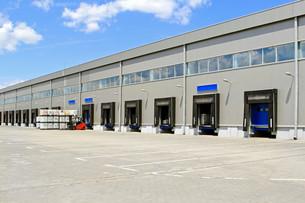Warehouse cargo doorsの写真素材 [FYI00644638]