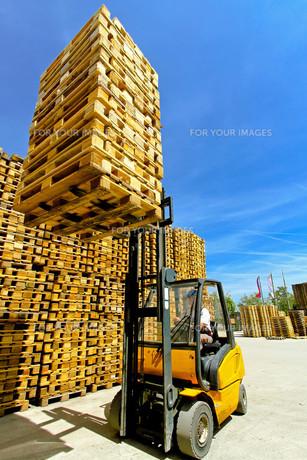 Forklift loadsの写真素材 [FYI00644643]