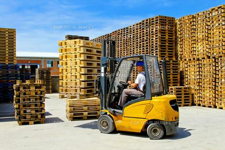 Forklift palletの写真素材 [FYI00644645]