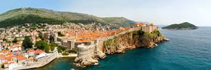 Dubrovnik walls panoramaの写真素材 [FYI00644654]