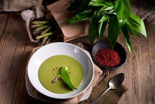 ramsons asparagus soupの写真素材 [FYI00644664]