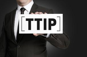 ttip shield is held by businessmanの写真素材 [FYI00645036]