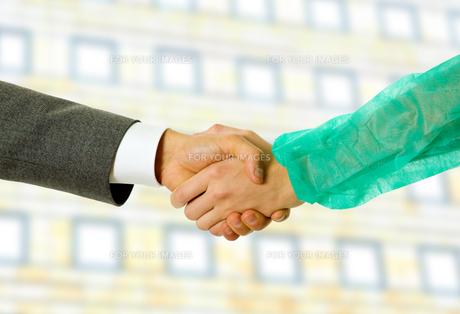 handshakeの写真素材 [FYI00645112]