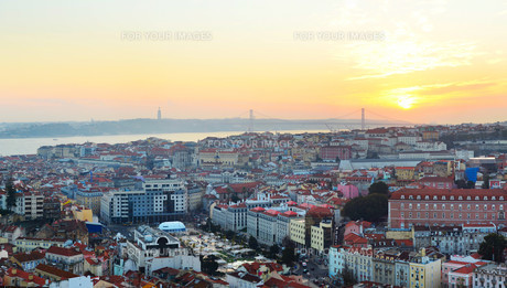 Lisbon city center skylineの写真素材 [FYI00645121]