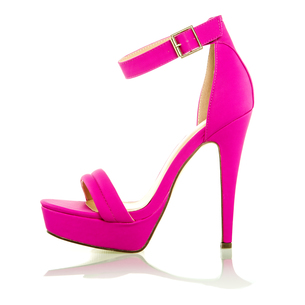 Fashionable High Heels Shoe in pink, XXXL imageの写真素材 [FYI00645211]