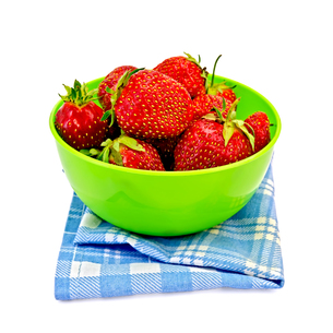 Strawberries in a green bowl with a napkinの写真素材 [FYI00645280]