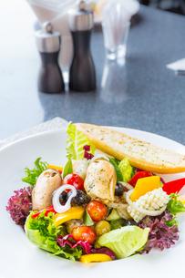 Greek Seafood Saladの写真素材 [FYI00645325]