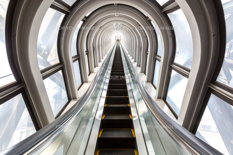 escalators successful conceptの写真素材 [FYI00645327]