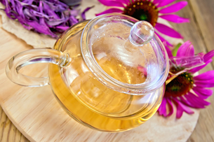 Tea from Echinacea in glass teapot on boardの写真素材 [FYI00645435]