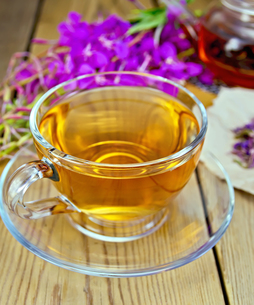 Tea from fireweed in glass cup on boardの写真素材 [FYI00645439]