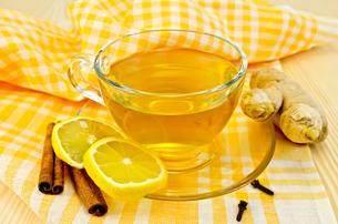 Tea ginger on yellow napkinの写真素材 [FYI00645470]