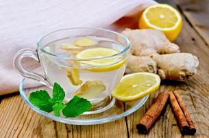 Tea ginger with lemon and cinnamon on boardの写真素材 [FYI00645471]