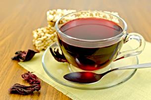 Tea hibiscus with cereal crispbreadの写真素材 [FYI00645476]