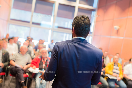 Speaker at Business Conference and Presentation.の写真素材 [FYI00645592]