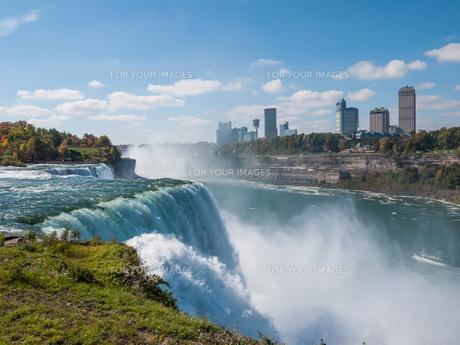 Niagara Falls in autumn, USAの写真素材 [FYI00645687]