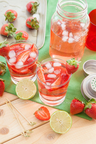 homemade strawberry punchの素材 [FYI00645721]