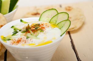 Arab middle east goat yogurt and cucumber saladの写真素材 [FYI00645734]
