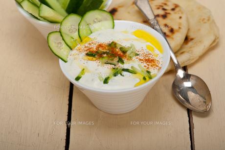 Arab middle east goat yogurt and cucumber saladの写真素材 [FYI00645742]