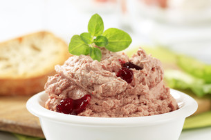 Meat and liver spread with cranberry sauceの写真素材 [FYI00645840]