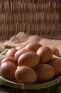 Organic brown eggsの写真素材 [FYI00645883]