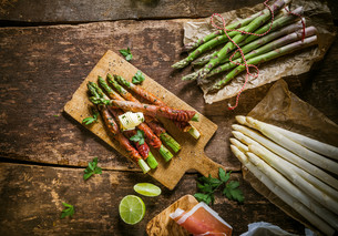 Asparagus Wrapped in Bacon with Raw Ingredientsの写真素材 [FYI00645901]