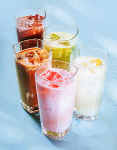Chilled Healthy Smoothie Shakes in Glassesの写真素材 [FYI00645912]