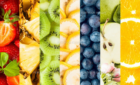 Collage of fresh sliced tropical fruitの写真素材 [FYI00645923]