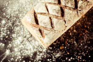 Healthy crusty wholegrain bread loafの写真素材 [FYI00645933]