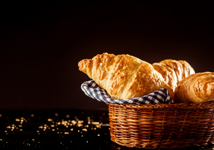 Basket of Fresh Croissant Bread on Top of a Tableの写真素材 [FYI00645944]