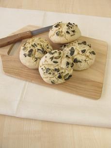 rolls with pumpkin seedsの写真素材 [FYI00645989]