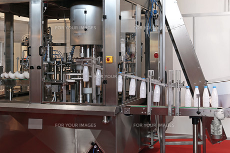 Dairy packaging lineの素材 [FYI00646089]