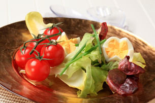 Fresh vegetables and boiled eggsの写真素材 [FYI00646169]